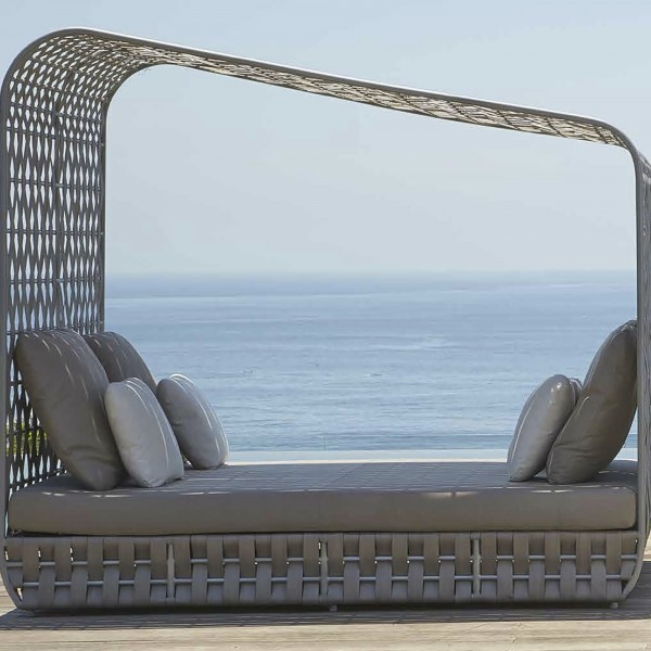 strips-daybed-main